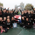 Guinness marka berria: 28 emakume, Mini Cooper baten barruan