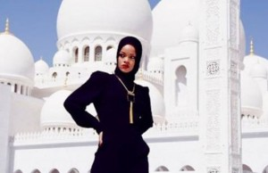 Rihanna, Abu Dhabiko meskita batean